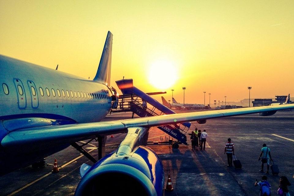 viajar de graça de avião
